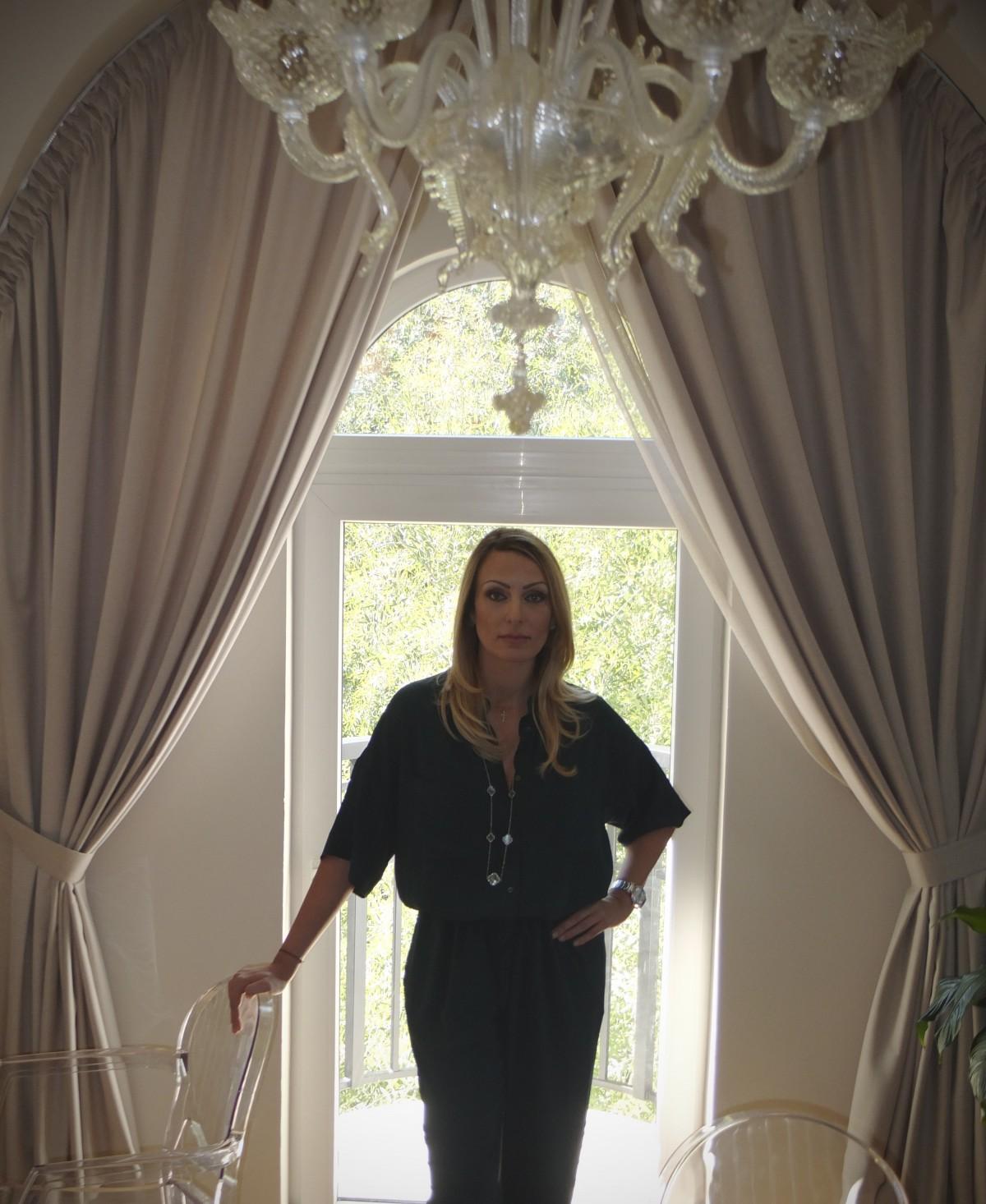 Домовете на хората, които продават домове - Весела Илиева