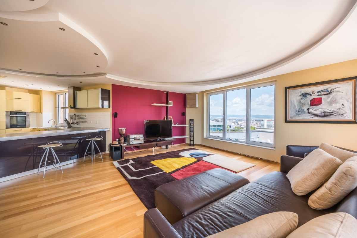A stunning apartment with panoramic views in Lozenets area