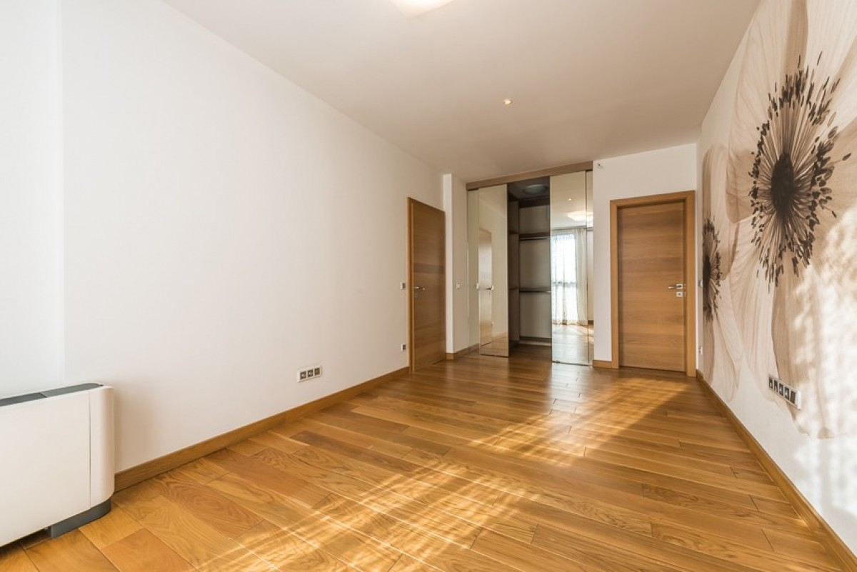 Open House Day - A spacious apartment in the prestigious building Red Apple