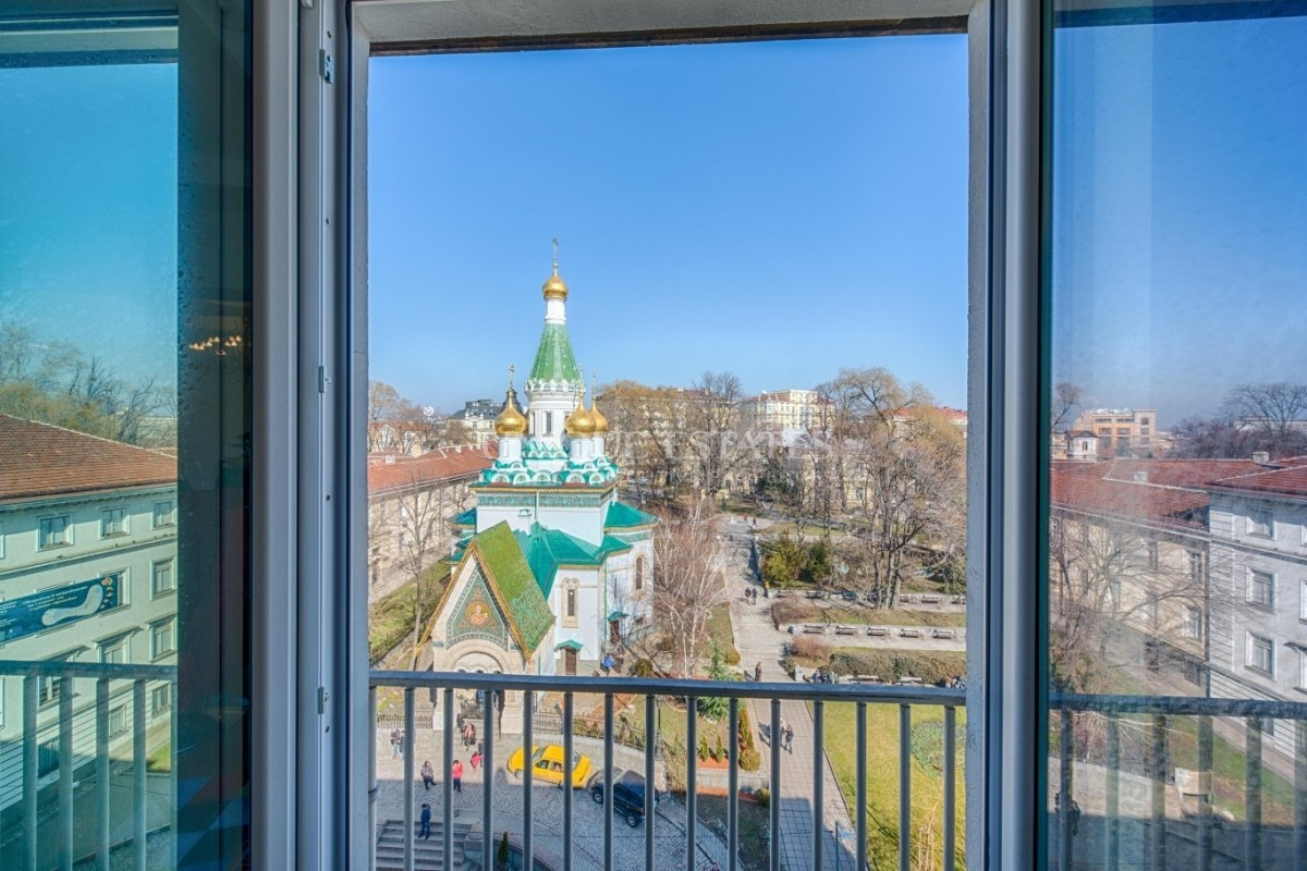 Beauty and aristocracy in a property with an exceptional view
