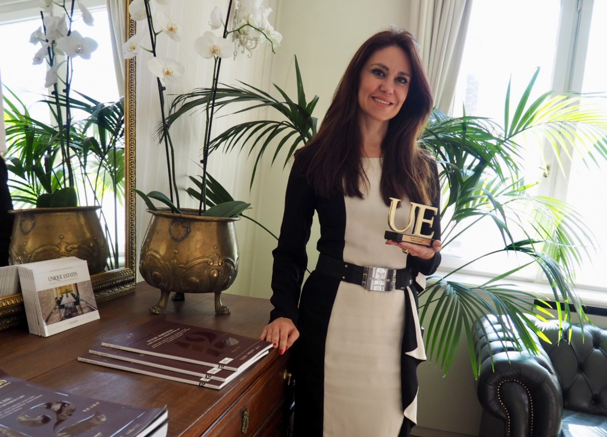 """Ilonka Stoyanova - for the excitement of the """"Manager of the Year"""" award at Unique Estates"""
