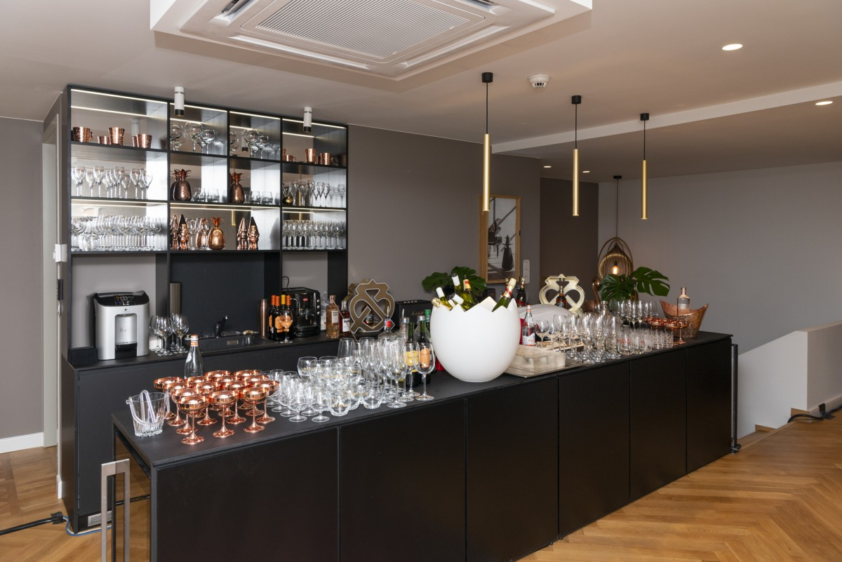 Unique Estates celebrated the opening of its new modern office in the city with a glamorous party