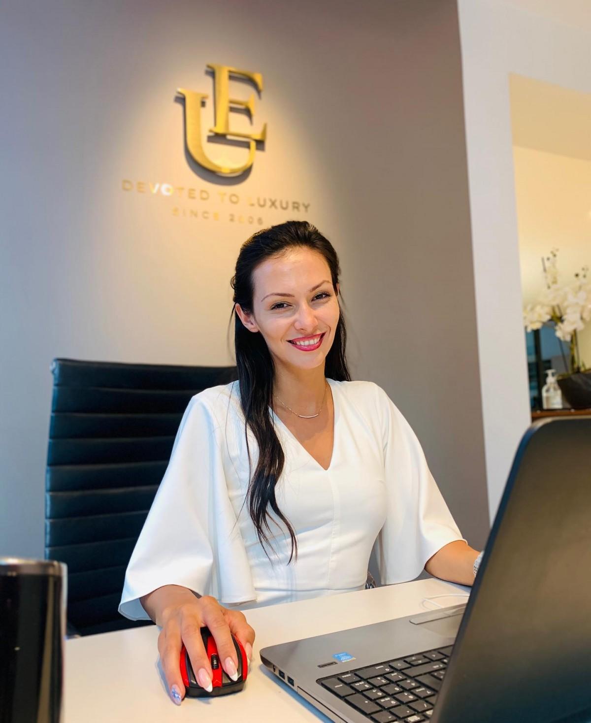 Емануела Башева - консултант в екипа на Unique Estates
