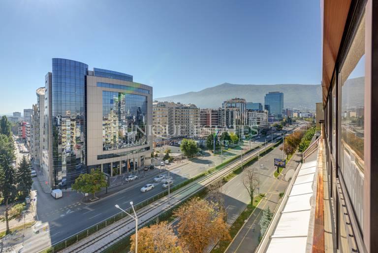Слънчев, петстаен апартамент за продажба на бул. България