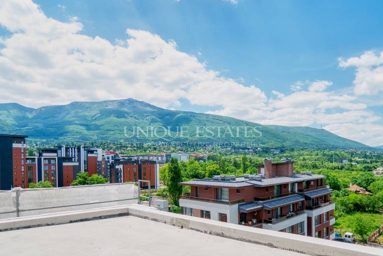 Spacious two bedroom apartment with spectacular views