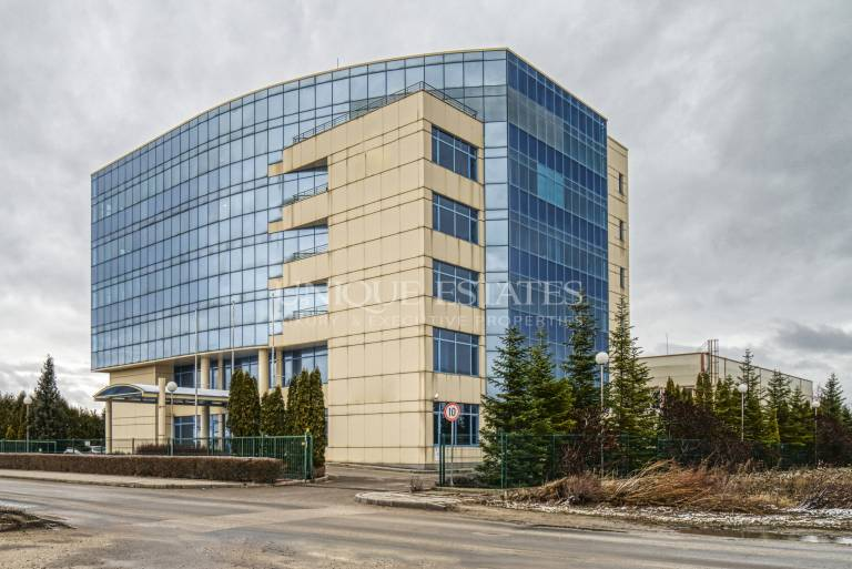 Beautiful, fully ecuipped office building for sale