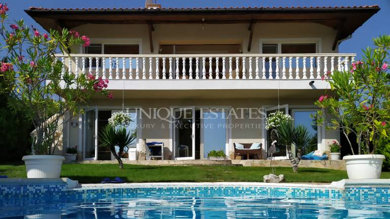 с. Лозенец - отлична морска къща с басейн за продажба