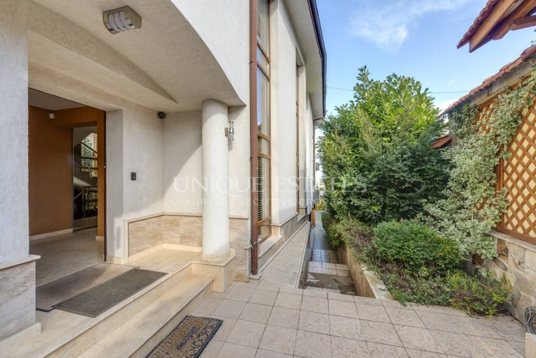 Beautiful house with pool for sale in Boyana