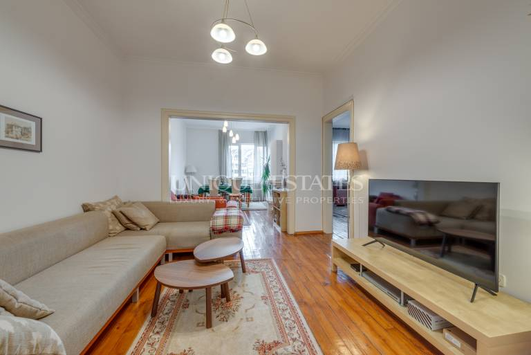 Sunny and spacious apartment in the city center for sale