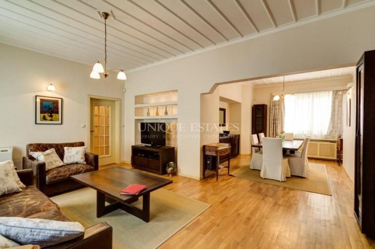 Апартамент с три спални за наем на ул. Врабча