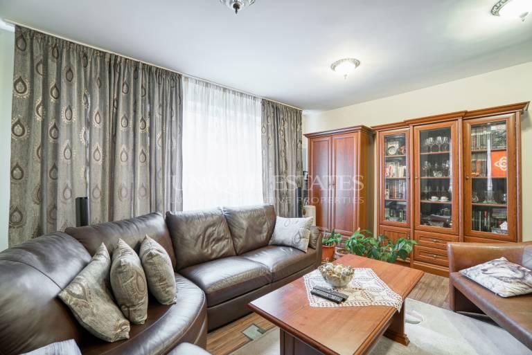 Oborishte, spacious three bedroom apartment for sale