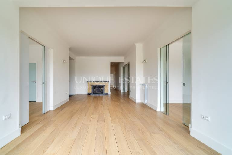 Arstocratic property with six rooms for rent in the heart of Sofia in Doktorski pametnik