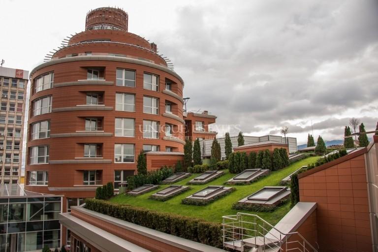 Четиристаен апартамент с фантастична гледка за продажба в луксозен комплекс в Докторска градина