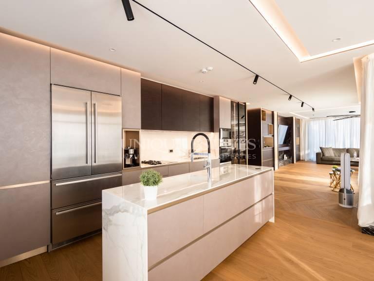Прекрасен, четиристаен апартамент за продажба в кв. Бояна