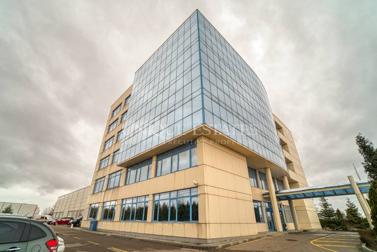 Fully equipped office building for rent