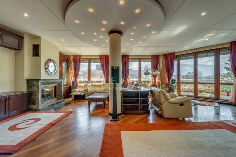 Изключителен апартамент под наем с четири спални в кв. Лозенец