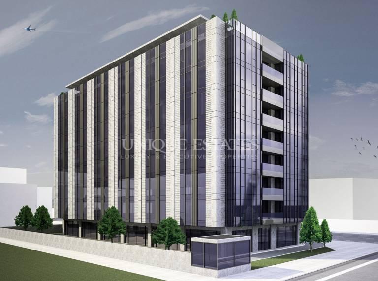 Партерни помещения под наем, престижна сграда, ТОП локация