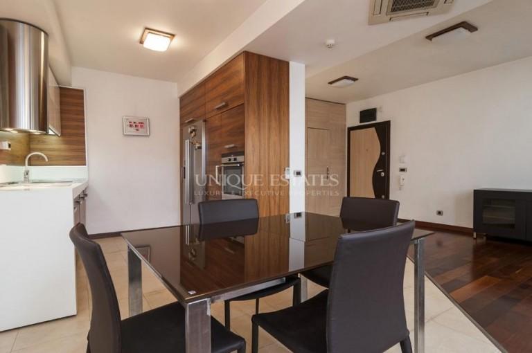 Тристаен обзаведен апартамент до Мол Сердика