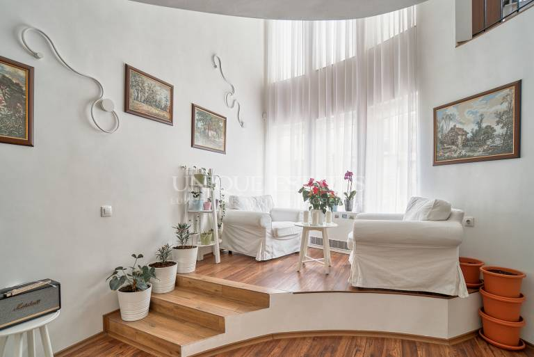Luxury city house with a garden and roof top terrace for sale