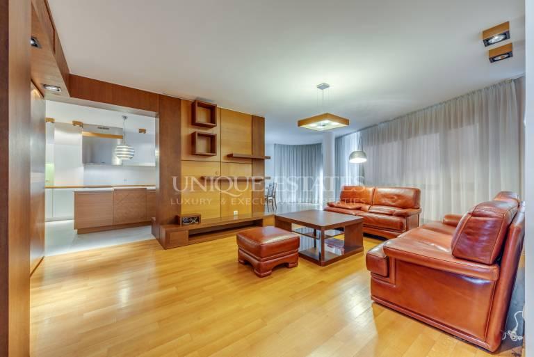 Простор в тристаен апартамент за продажба в нова, луксозна сграда