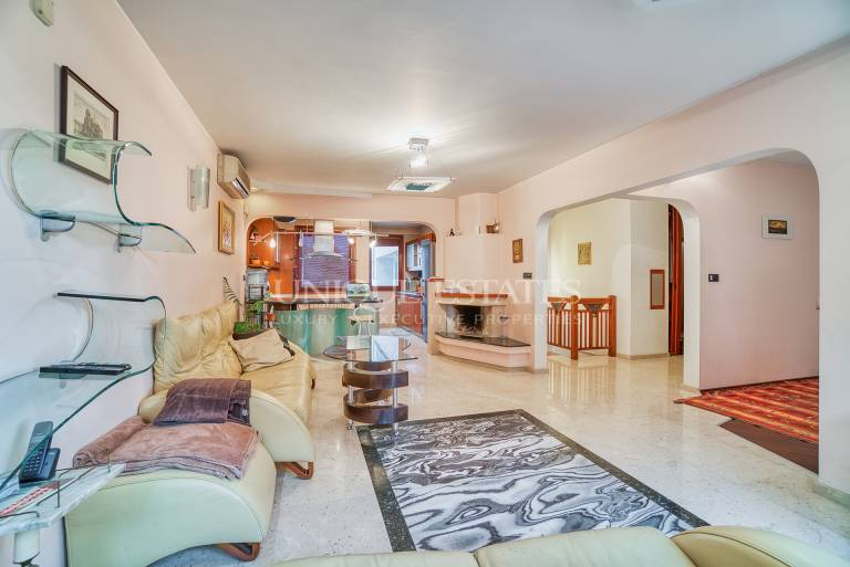 Обзаведен апартамент под наем с три спални в район Оборище