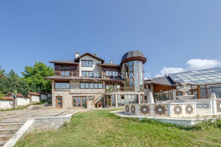 Exclusive mansion for sale at the foot of the Pirin Mountain