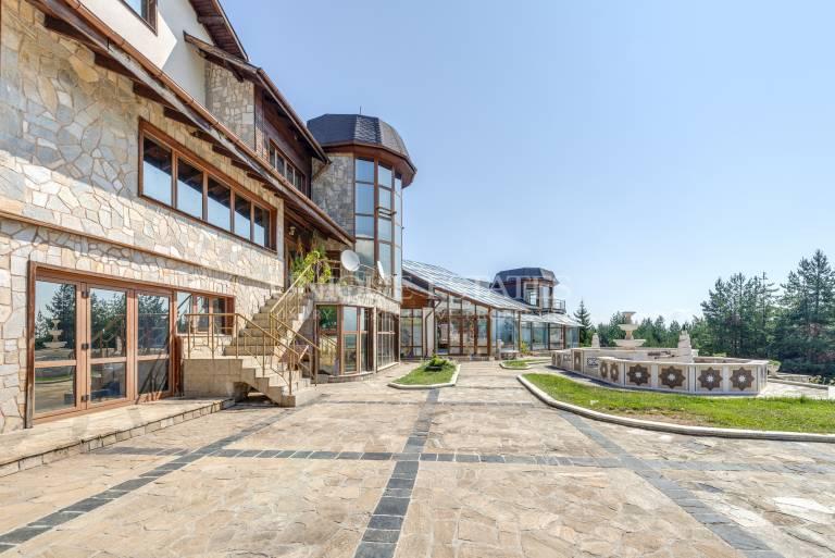 Ексклузивно имение за продажба в полите на Пирин