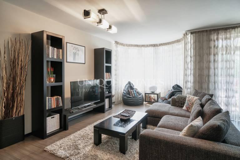 Просторен апартамент в Бояна