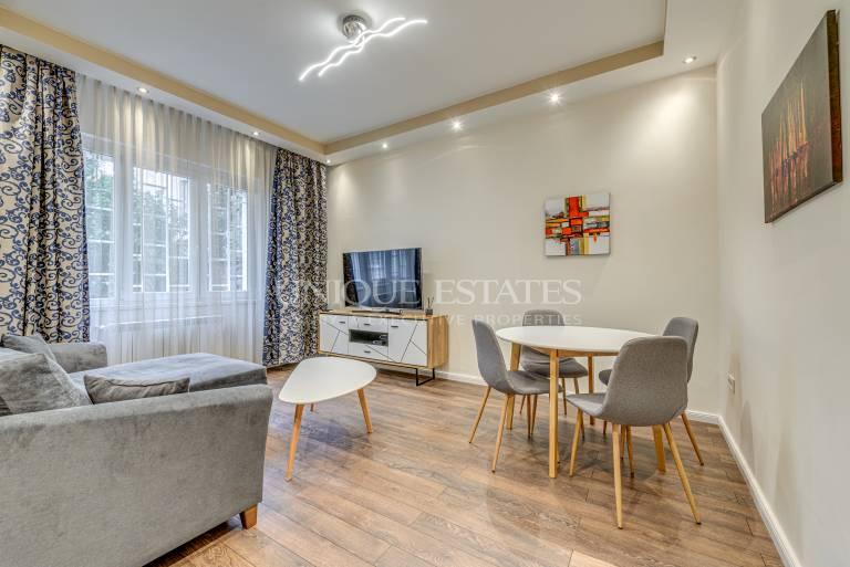 Чисто нов апартамент в пешеходната част на бул.Витоша с дворче