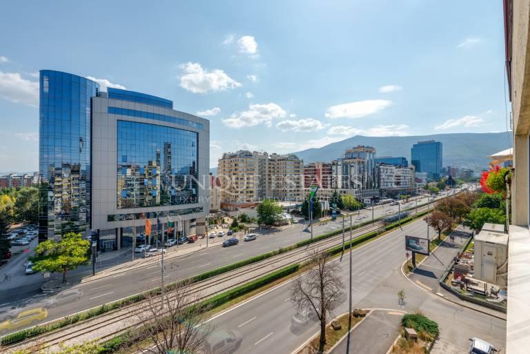 Панорамен офис на бул. България за продажба