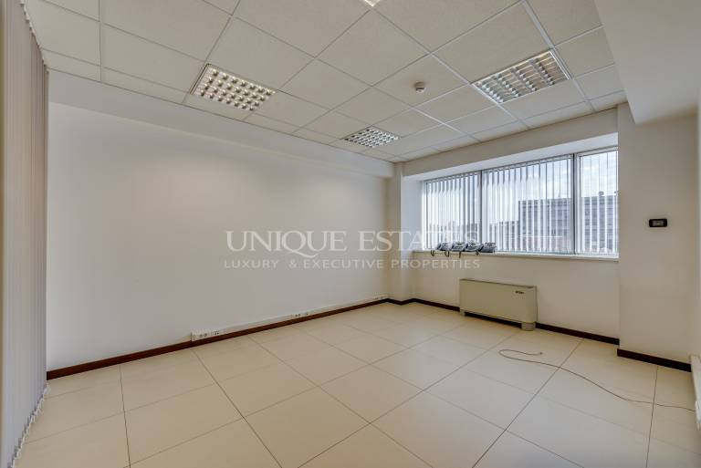Luxury offices in ideal center