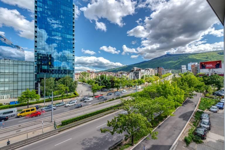 Тристаен апартамент в луксозна сграда с гледки към Витоша