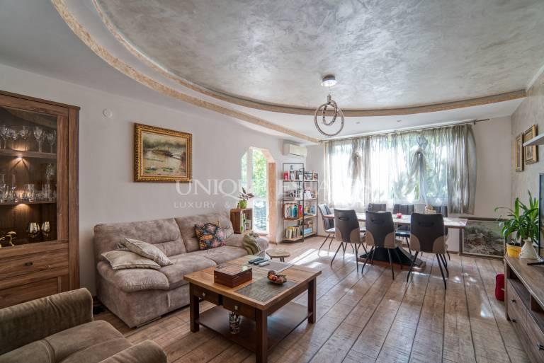 Тристаен апартамент за продажба  до  Софийския  университет