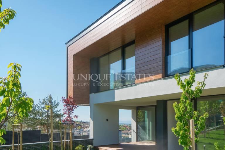 Просторна нова къща с модерен дизайн за продажба в кв. Драгалевци