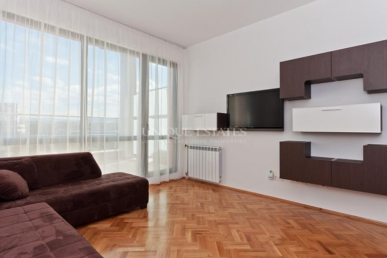 Тристаен апартамент в затворен комплекс