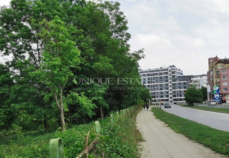 Урегулиран поземлен имот с атрактивна локация