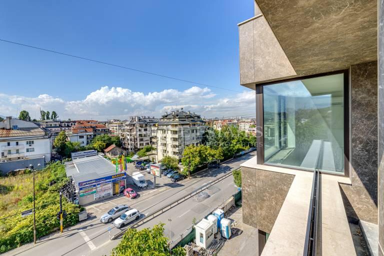 Великолепен тристаен апартамент с прекрасни гледки