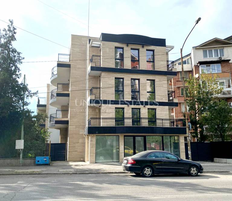Two bedroom flat with views in a new boutique building