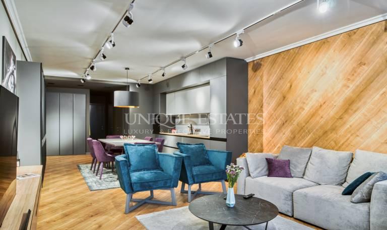 Дизайнерски апартамент с две спални за продажба в  кв. Изток