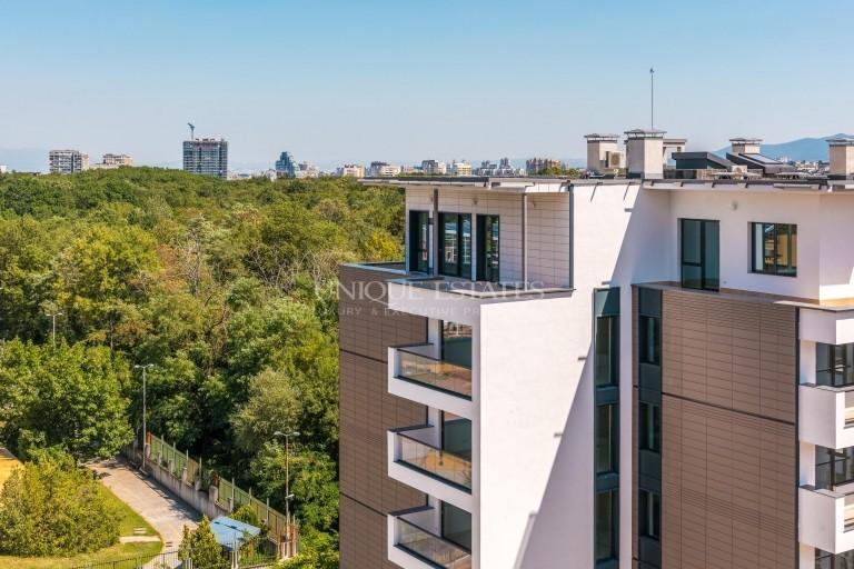 Просторен четиристаен апартамент в близост до парк