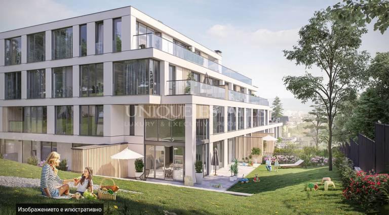 Прекрасен тристаен апартамент с двор