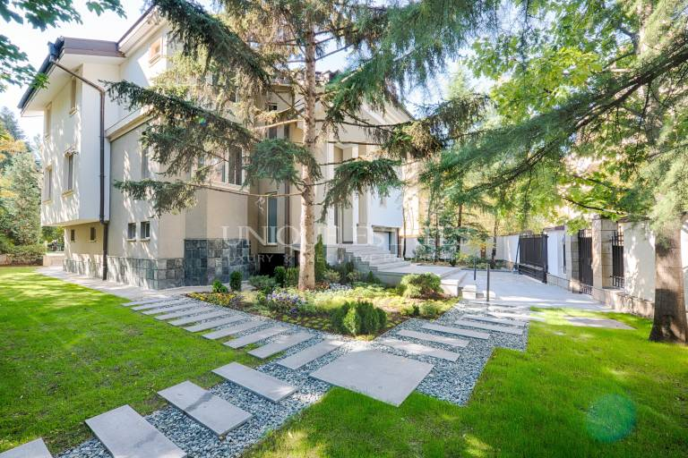 A lifestyle in a luxury home in Vitosha