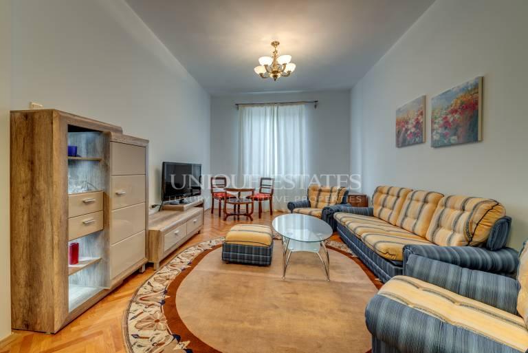 Очарователен апартамент в идеалния Център под наем