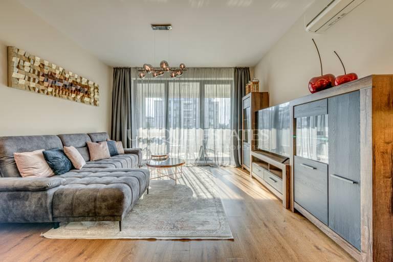 Нов, дизайнерски апартамент в предпочитан затворен комплекс