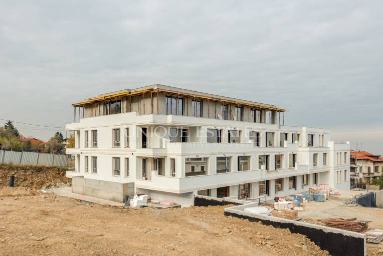 Апартамент с две спални в луксозен затворен комплекс