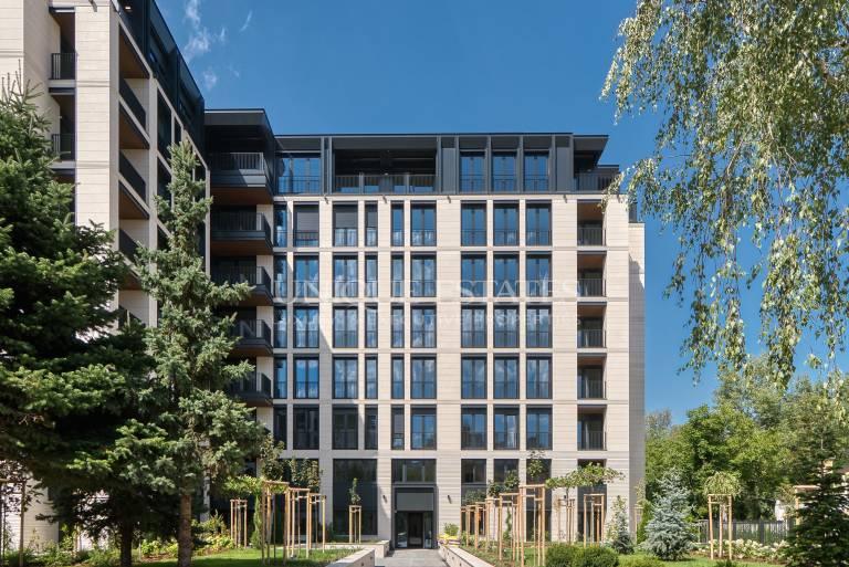 Тристаен апартамент в луксозна сграда