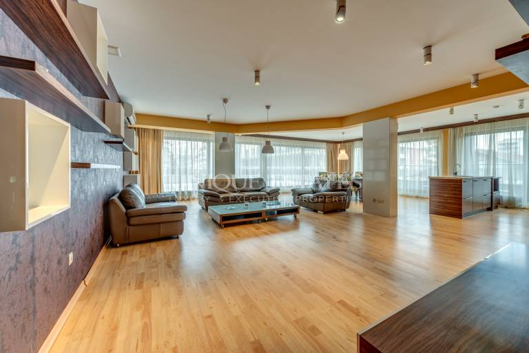 Luxury furnished apartment with 3 bedrooms for rent
