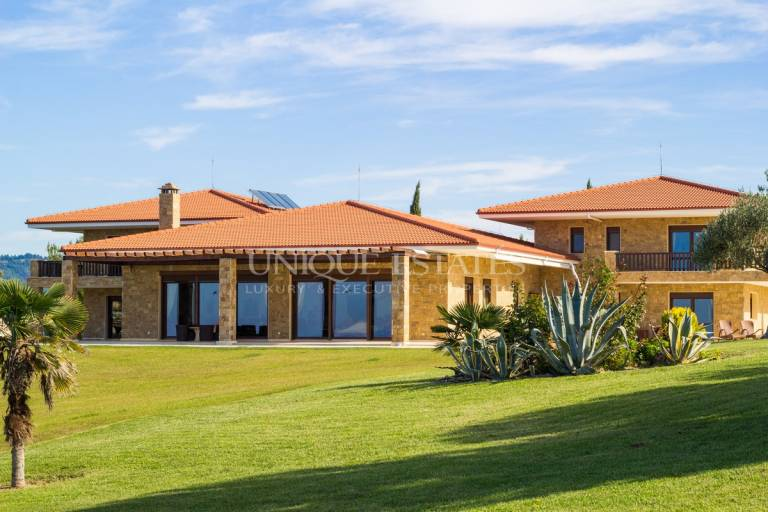 Феноменално имение с гледка  само към Средиземно море, в Гърция