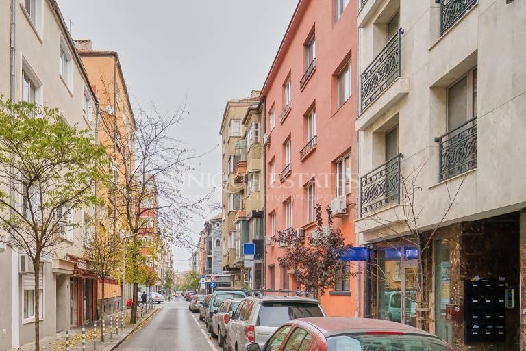 Тристаен апартамент за продажба на метри от НДК