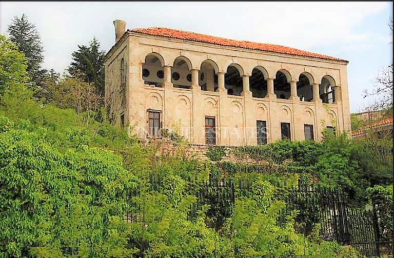 "Вила ""Щорк"", имение паметник на културата до Двореца в Балчик"
